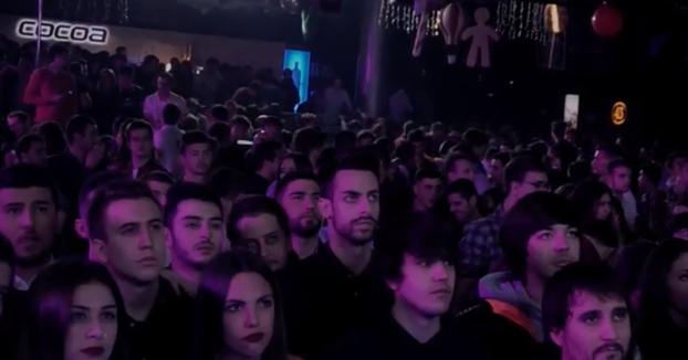 2.30 de la madrugada en dos discotecas de Madrid y Barcelona, las salas llenas y de repente ocurre lo siguiente