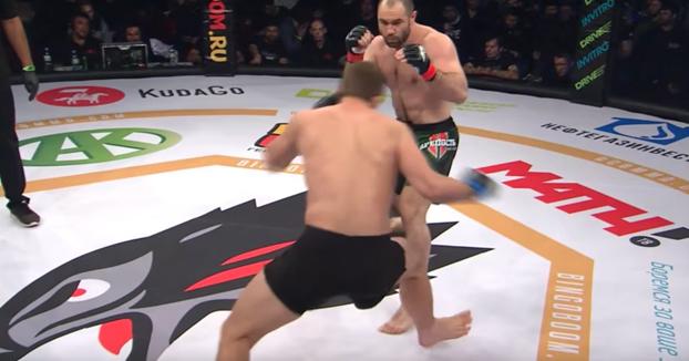 Los médicos consiguen reanimar a un luchador de MMA después de un fulminante KO