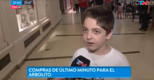 Un reportero le pregunta a un niño judío si le escribió la carta a Papá Noel