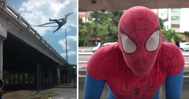 Se gana la vida haciendo de Spiderman en los semáforos de la ciudad de Bogotá