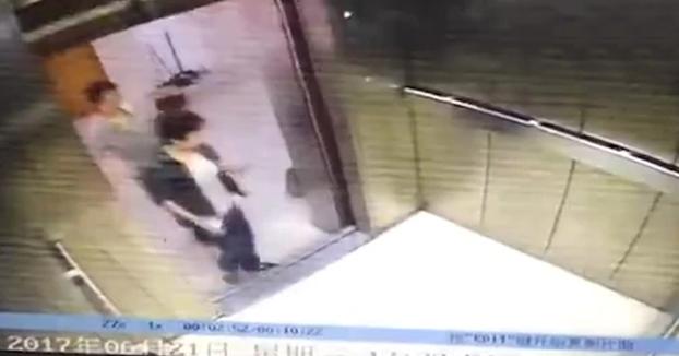 Aterrador: Un ascensor le arranca la pierna a una mujer