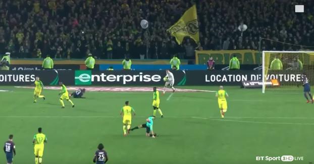 Suspenden a Tony Chapron, el árbitro que dio una patada al jugador del Nantes ante el PSG
