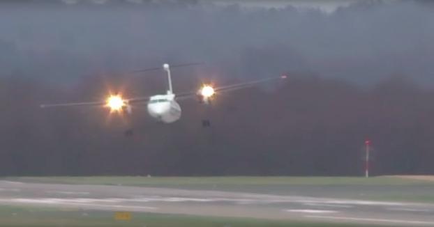 Aterrizaje en el aeropuerto de Düsseldorf con vientos cruzados de 110 km/h