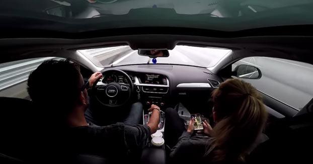 La cámara graba cómo este tío estabiliza su Audi A4 después de perder el control a 140 km/h