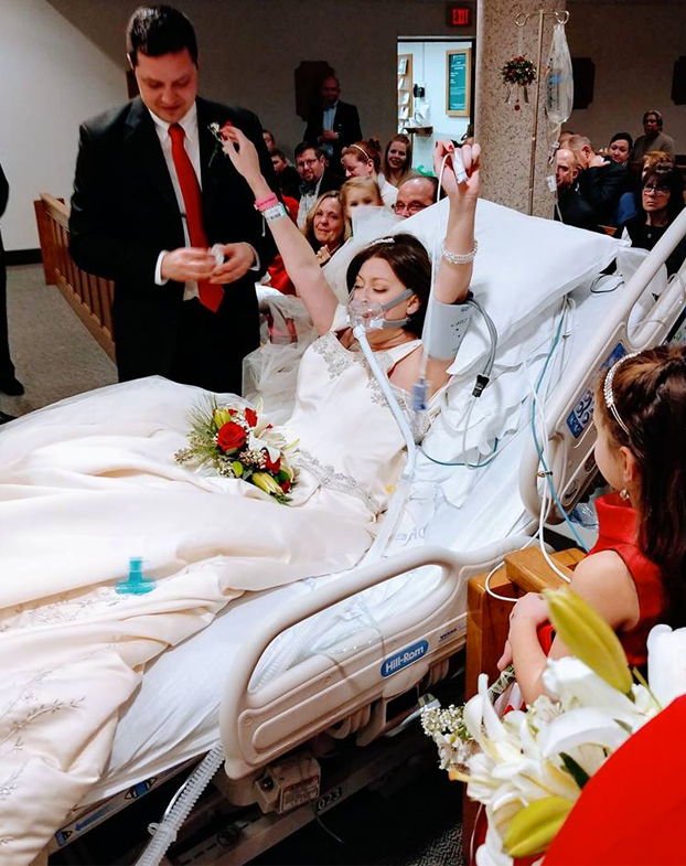 Una novia cumple su sueño casándose 18 horas antes de morir de cáncer