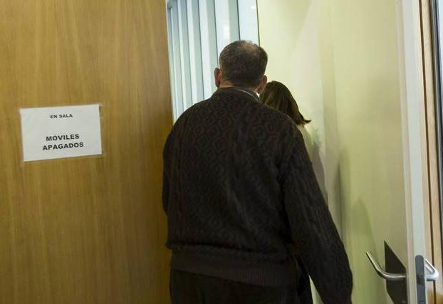 Un vecino de Caspe acepta dos años de cárcel por meter el dedo en el ano a otro