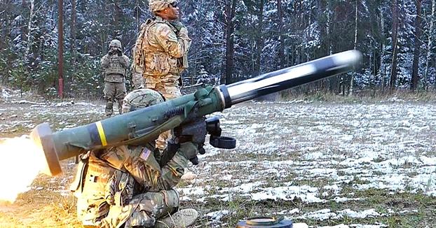 El lanzamiento de un misil Javelin a cámara lenta