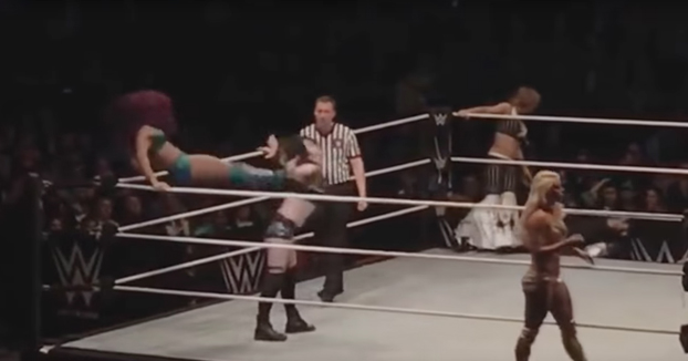 La inesperada patada por la espalda que acabó con la carrera de la luchadora Paige de la WWE