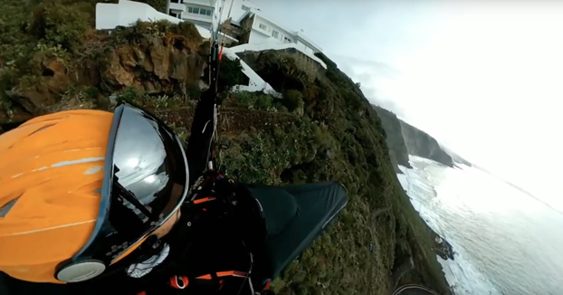 Volando en parapente entre las nubes en Tenerife