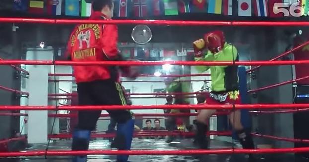 Desafía a su profesor de Muay Thai y acaba noqueado