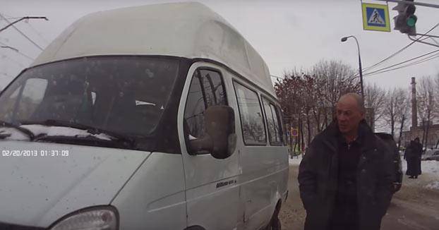 Ruso borracho liándola con la furgoneta en sentido contrario por la ciudad