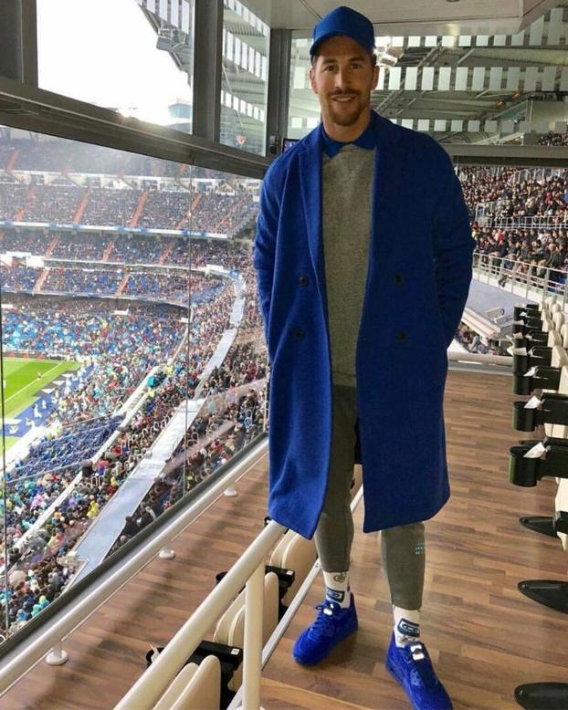 Cachondeo en Twitter con el look de Sergio Ramos en el palco del Bernabéu
