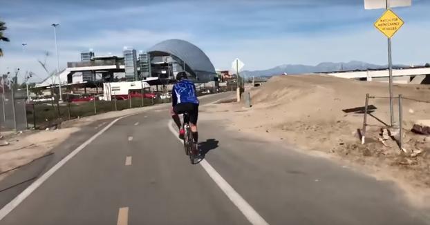 El problema de los sin techo en California. Vídeo grabado por un ciclista
