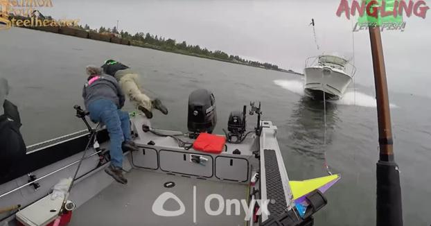 Estaban pescando en su lancha cuando un yate los embistió de forma brutal. Demandan al conductor por 300.000€
