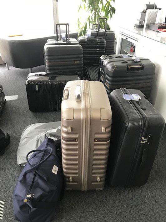 Dos españoles entre los detenidos en Reino Unido en un jet privado con 15 maletas llenas de cocaína