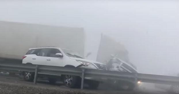 Accidente en cadena en una autopista de Dubai debido a la niebla