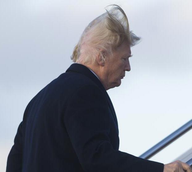 El viento le juega una mala pasada a Trump y deja al descubierto su calva