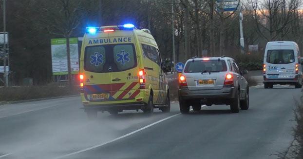 Premio al imbécil del año: Se pica con la ambulancia