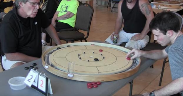 Os presentamos el Crokinole, el juego que mezcla las chapas y la petanca