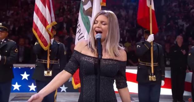 Críticas y burlas por la interpretación de Fergie del himno de Estados Unidos