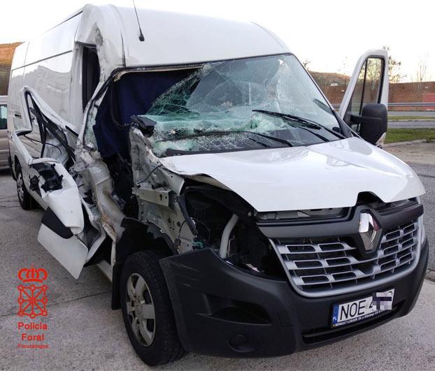 Detenido en Navarra un conductor polaco que pretendía regresar a su país en una furgoneta accidentada