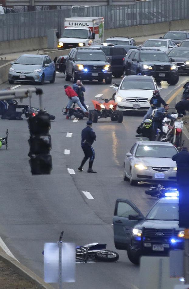 La policía de Boston tiende una trampa a un grupo de 30 motoristas que se creían los dueños de las calles