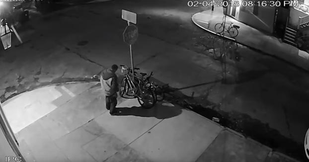 El robo más laborioso que se ha visto en los últimos tiempos para llevarse una bicicleta