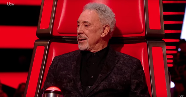 Tom Jones se viene arriba en La Voz UK