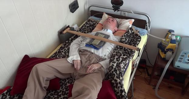 Este hombre respira desde hace 18 años gracias a un limpiaparabrisas