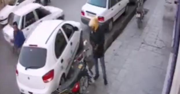 Un hombre es apuñalado en el corazón durante una discusión de aparcamiento