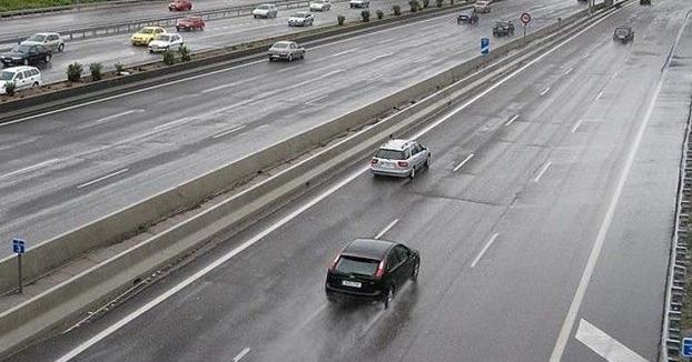 Comienzan a multar con 200€ a conductores que circulan sin motivo justificado por la izquierda
