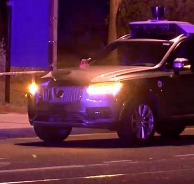 Un coche sin conductor de Uber atropella y mata a una mujer