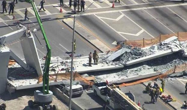 Colapsa un puente recién construido sobre una autopista en Miami
