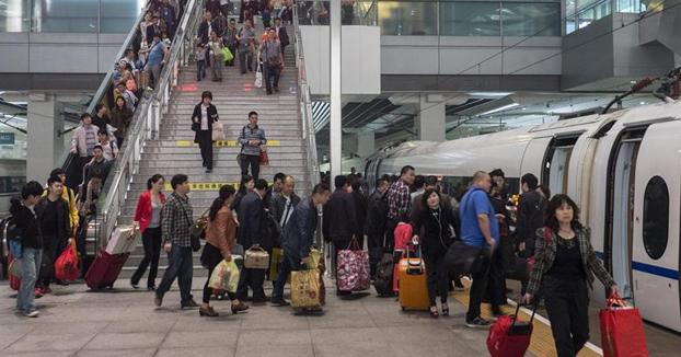 """Los ciudadanos con bajo """"Crédito Social"""" en China no podrán usar aviones ni trenes"""