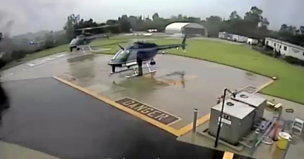 Dos helicópteros de la policía destruidos al chocar las hélices cuando uno de ellos estaba aterrizando