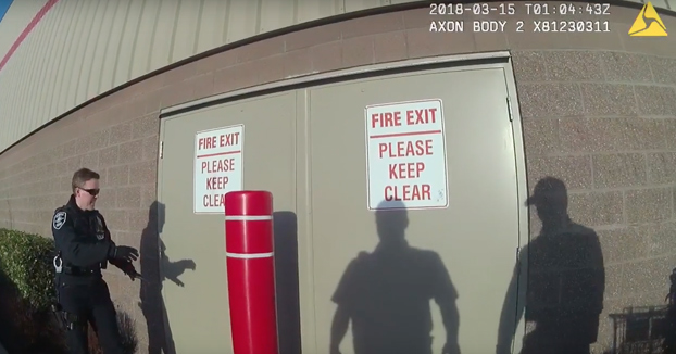 La policía detiene a unos ladrones que salían con el botín por la parte trasera de unos grandes almacenes