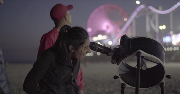 Transeúntes de Los Ángeles flipando con la Luna