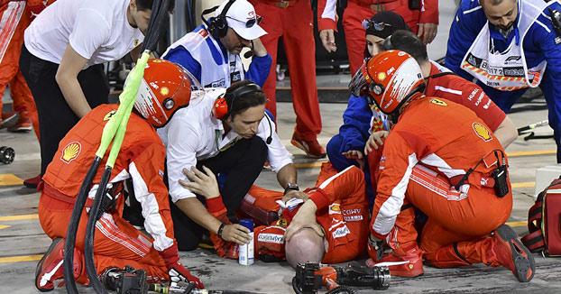 Kimi Raikkonen le rompe la pierna a uno de los mecánicos cuando salía de boxes [Vídeo del momento]