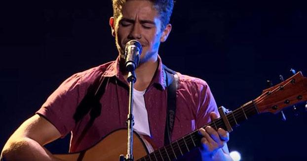 Un joven triunfa en 'La Voz Australia' cantando 'Asturias patria querida'