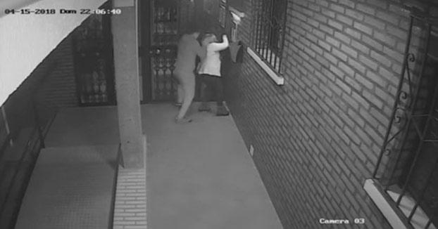 La Policía busca al autor de una brutal agresión a una mujer en Algeciras para robarle el bolso [Vídeo]