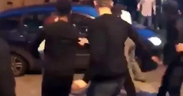Adolescente detenido después de atropellar con el coche a una multitud de personas fuera de una discoteca