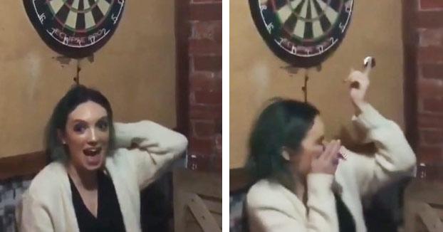 Su novia se ofrece a ponerse debajo de la diana y acaba con un dardo en el ojo