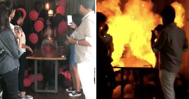 Está encendiendo la vela de su tarta de cumpleaños cuando se ve envuelta en una bola de fuego
