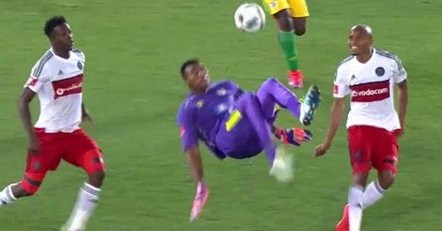 Espectacular gol de chilena del portero sudafricano Oscarine Masuluke en el último minuto