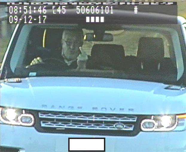 Un conductor británico pasará 8 meses en prisión por hacer la peineta a los radares de tráfico [Vídeo]