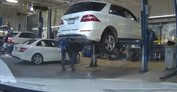 Deja la dashcam activada mientras tiene el coche en el taller para comprobar si las horas de trabajo de la factura son reales