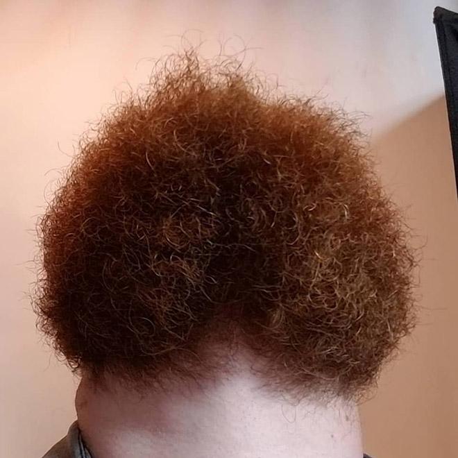 Inquietantes fotos de hombres con barba mirando hacia arriba