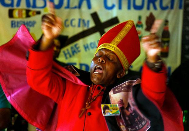 En la Iglesia de Gabola los bautizos no se hacen con agua, se hacen con cerveza