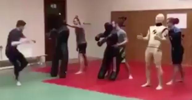 Un buen judoca no debe subestimar nunca a su rival, aunque sea un muñeco