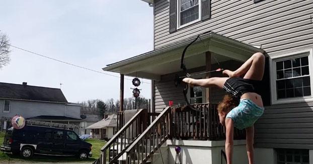 Tiene 11 años y atención a lo que hace con el arco...